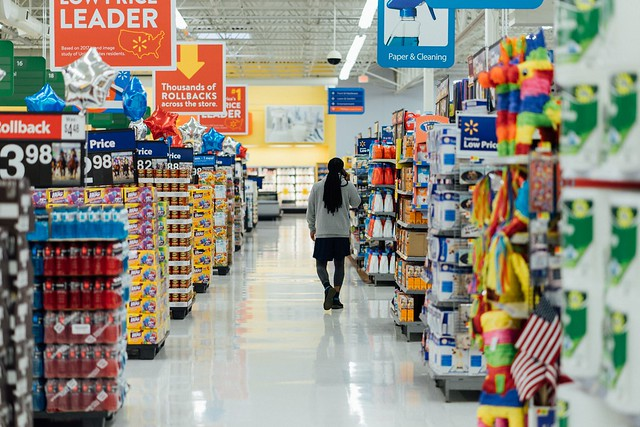 Supermarket by Hanson Lu, Unsplash