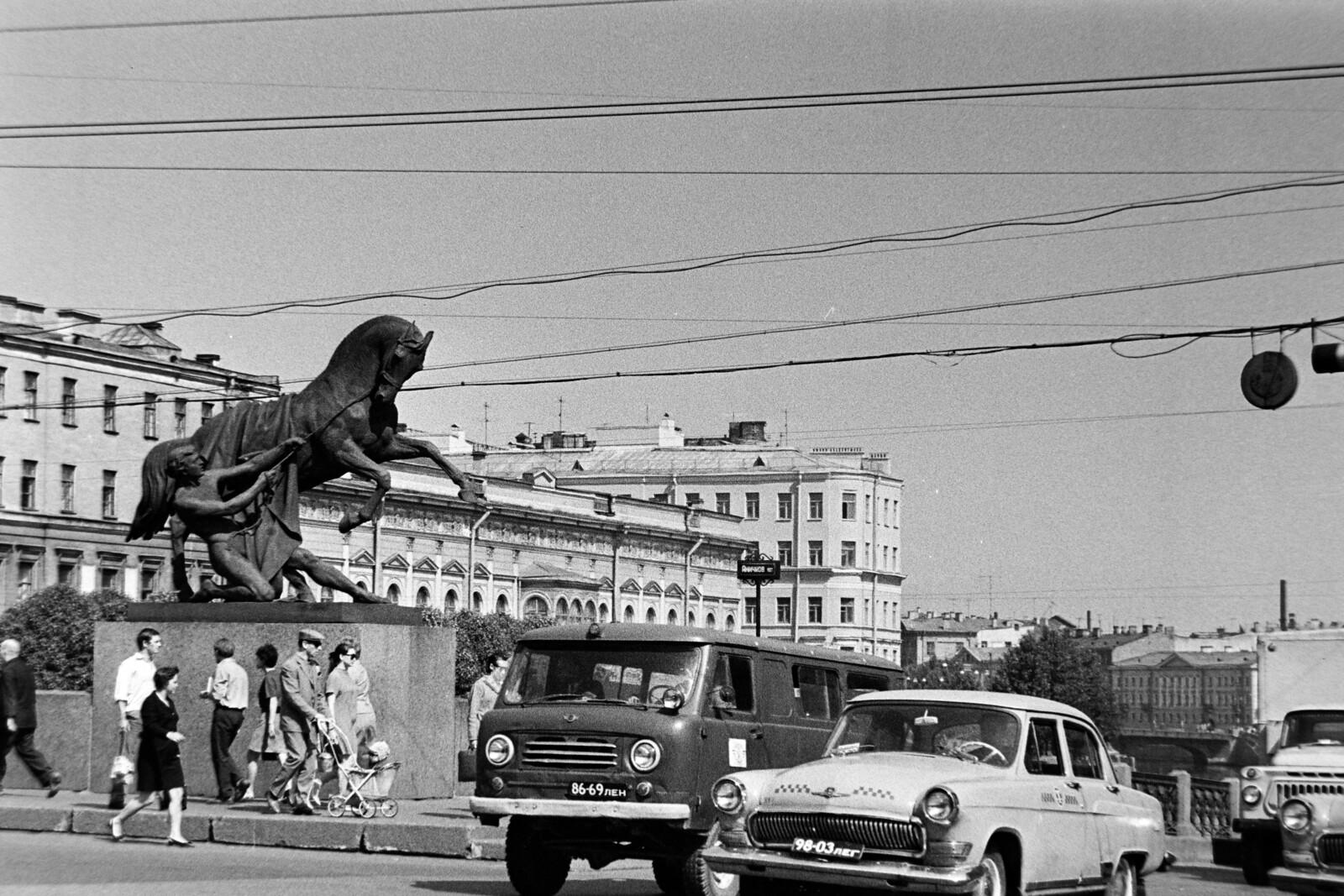 1970. Ленинград. Невский проспект, Аничков мост1