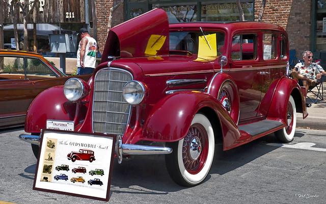 1933 Oldsmobile 6 Touring Sedan