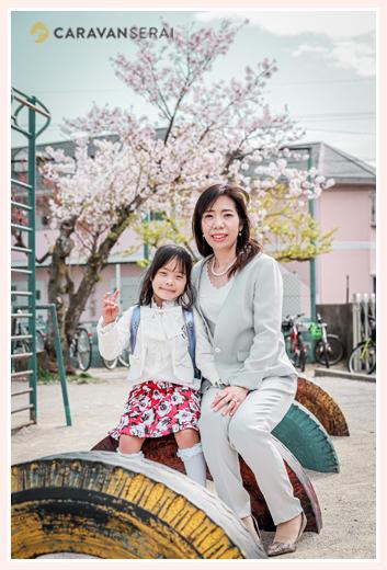 小学校入学の記念写真 親子で ママと娘さん