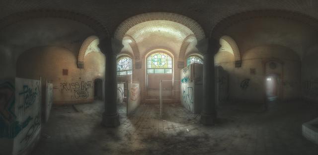 abandoned pillar room
