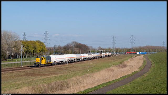 Stichting 2454 CREW 2454 sleept ketelwagens naar Vopak, 24 april 2021