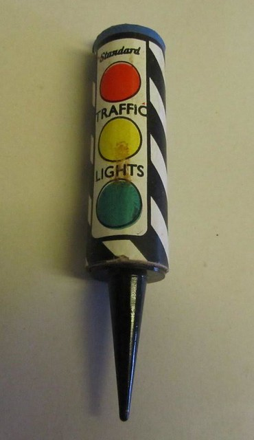 TRAFFIC LIGHT FIREWORK WITH SPIKE