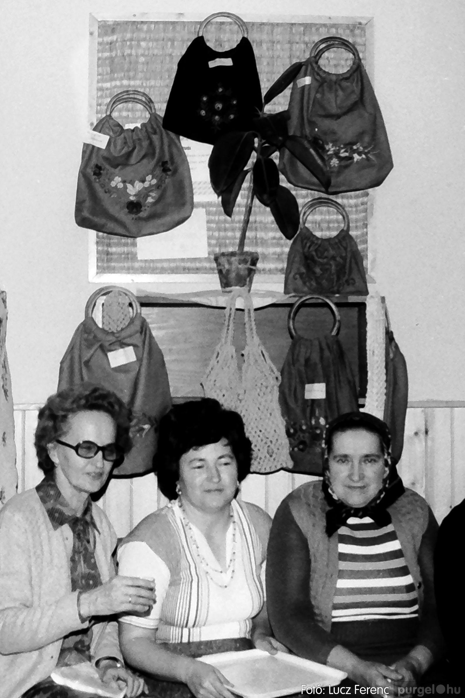 101. 1978. A Díszítőművész Szakkör vendégeskedése Tápén 007. - Fotó: Lucz Ferenc.jpg