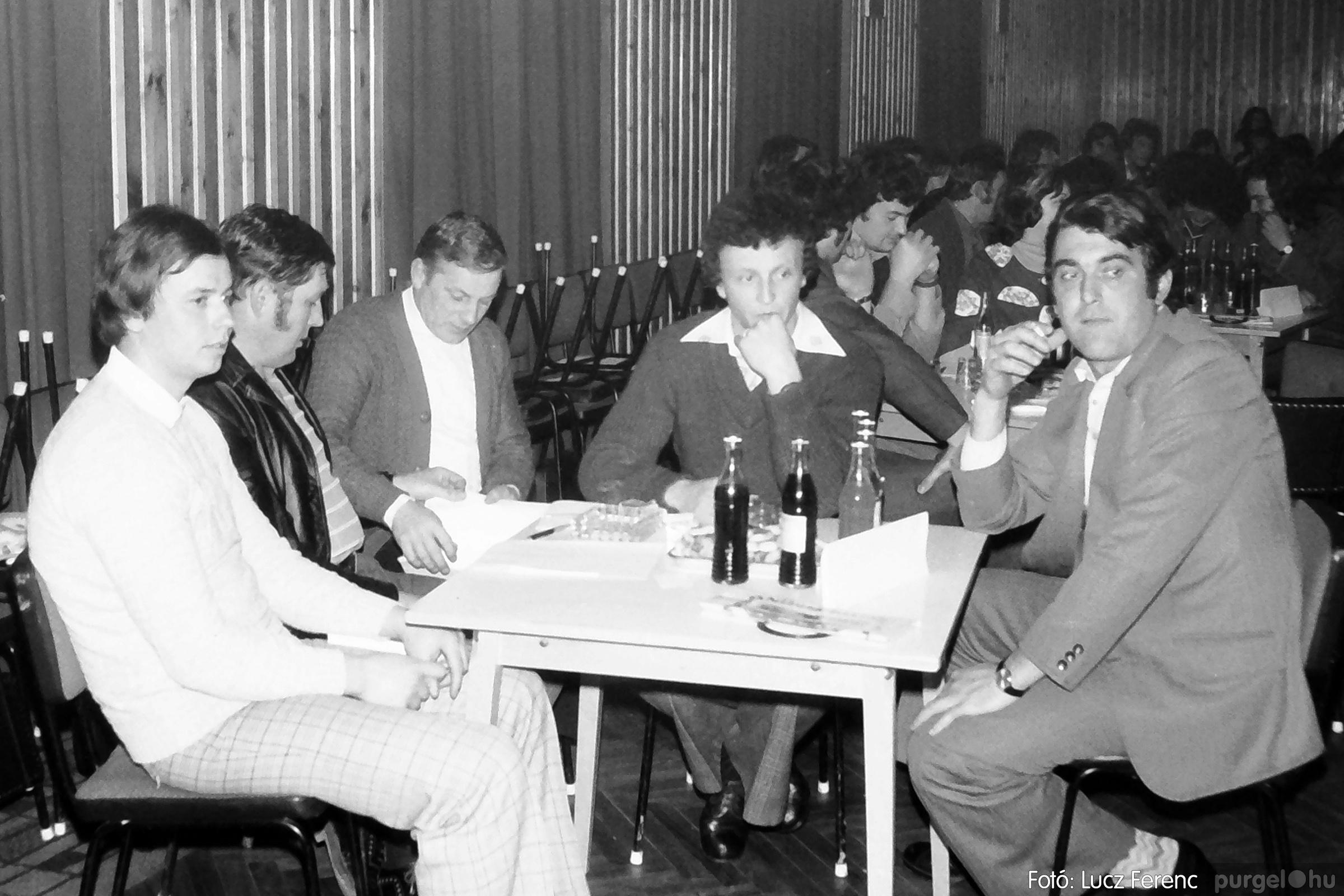 101. 1978. KTSZ-es vetélkedő a kultúrházban 010. - Fotó: Lucz Ferenc.jpg