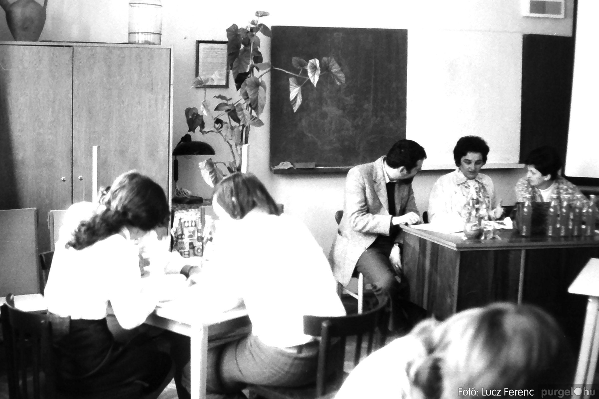 102. 1978. Szaktárgyi verseny a központi iskolában 005. - Fotó: Lucz Ferenc.jpg