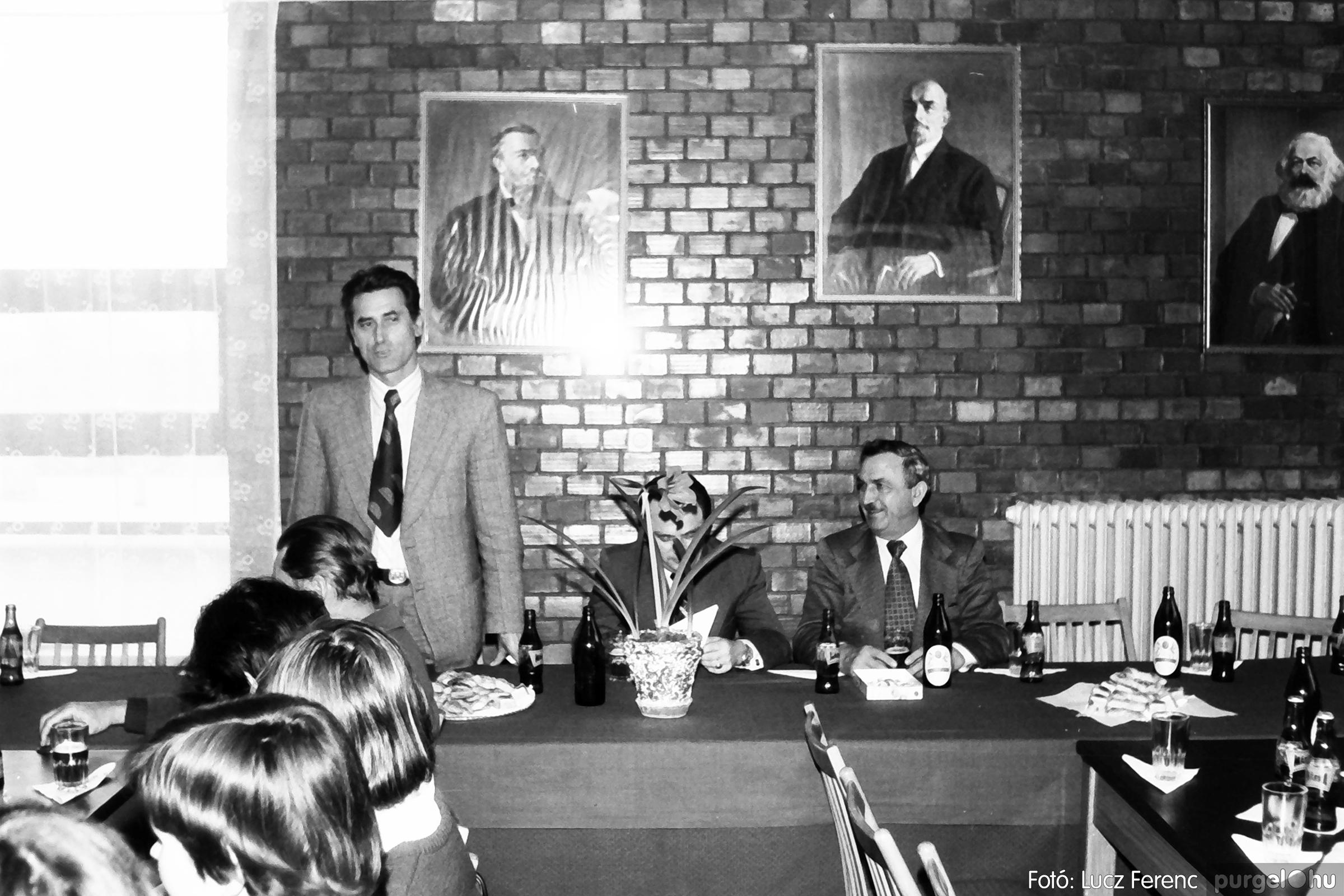 104. 1978. Nőnapi ünnepség a tanácsházban 013. - Fotó: Lucz Ferenc.jpg