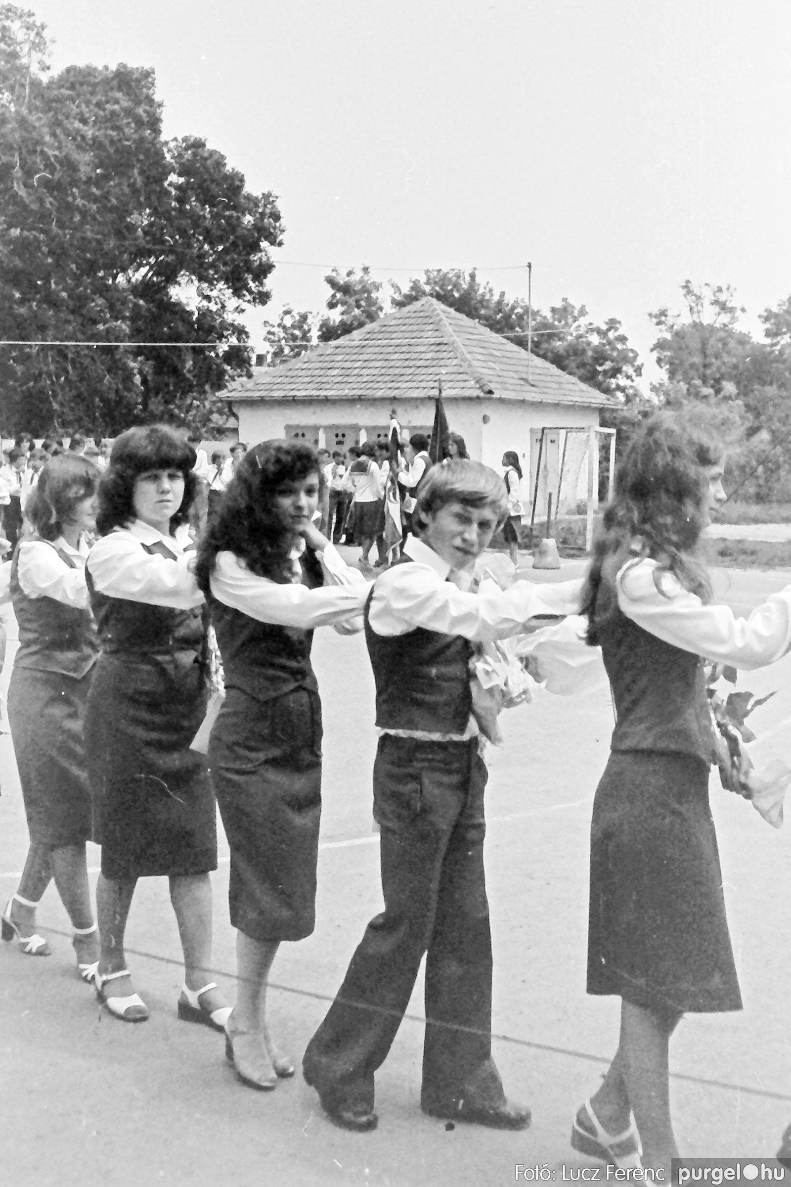 111. 1978. Ballagás és évzáró a központi iskolában 018. - Fotó: Lucz Ferenc.jpg