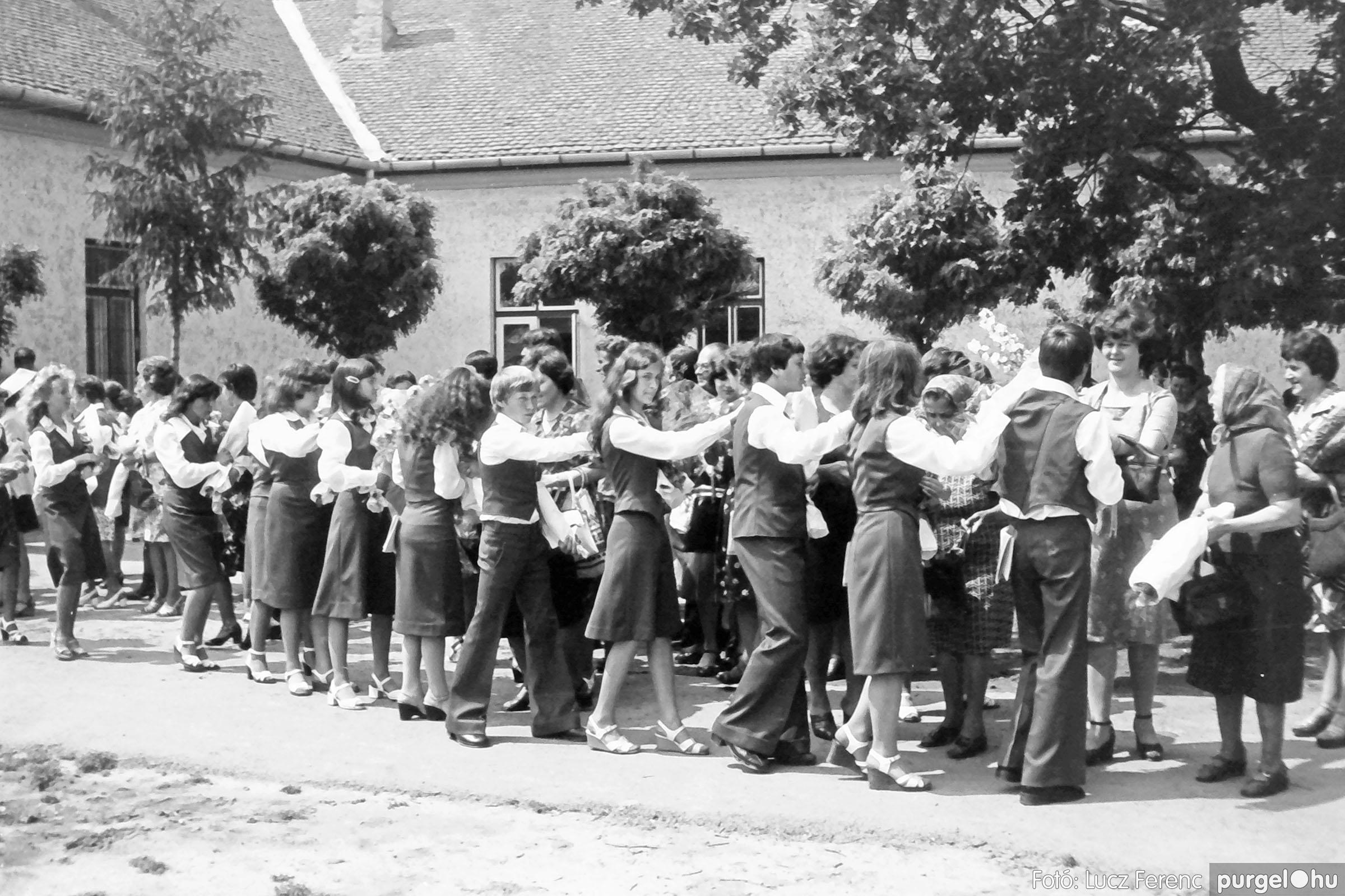 111. 1978. Ballagás és évzáró a központi iskolában 004. - Fotó: Lucz Ferenc.jpg