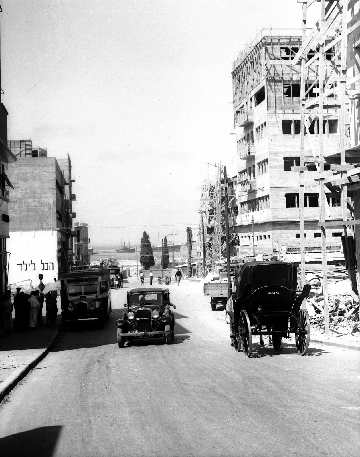 1934. Хайфа. У въезда в порт