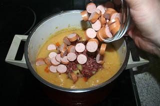 32 - Add sausages / Würstchen dazu geben