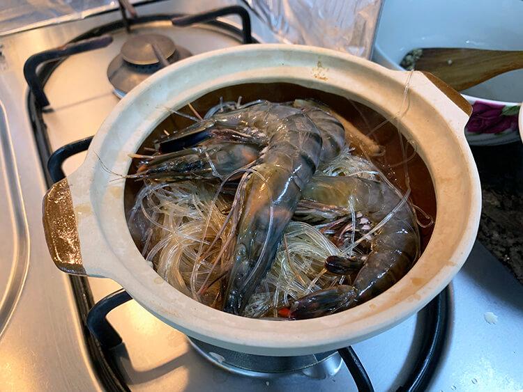 Making of Thai Prawn Vermicelli in Claypot