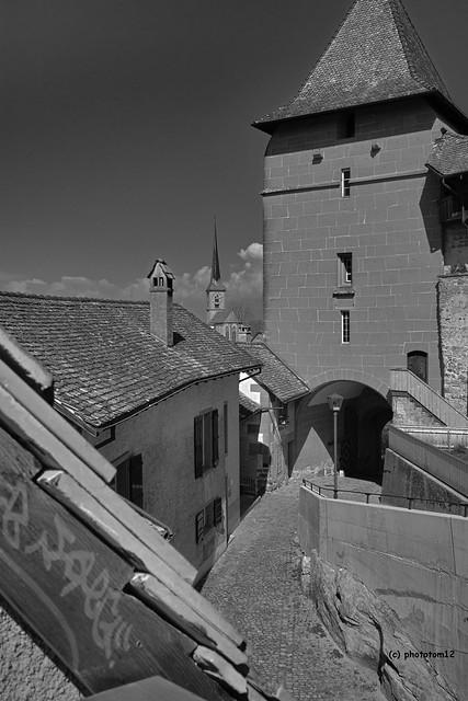 Torturm mit Stadtkirche schwarz-weiss