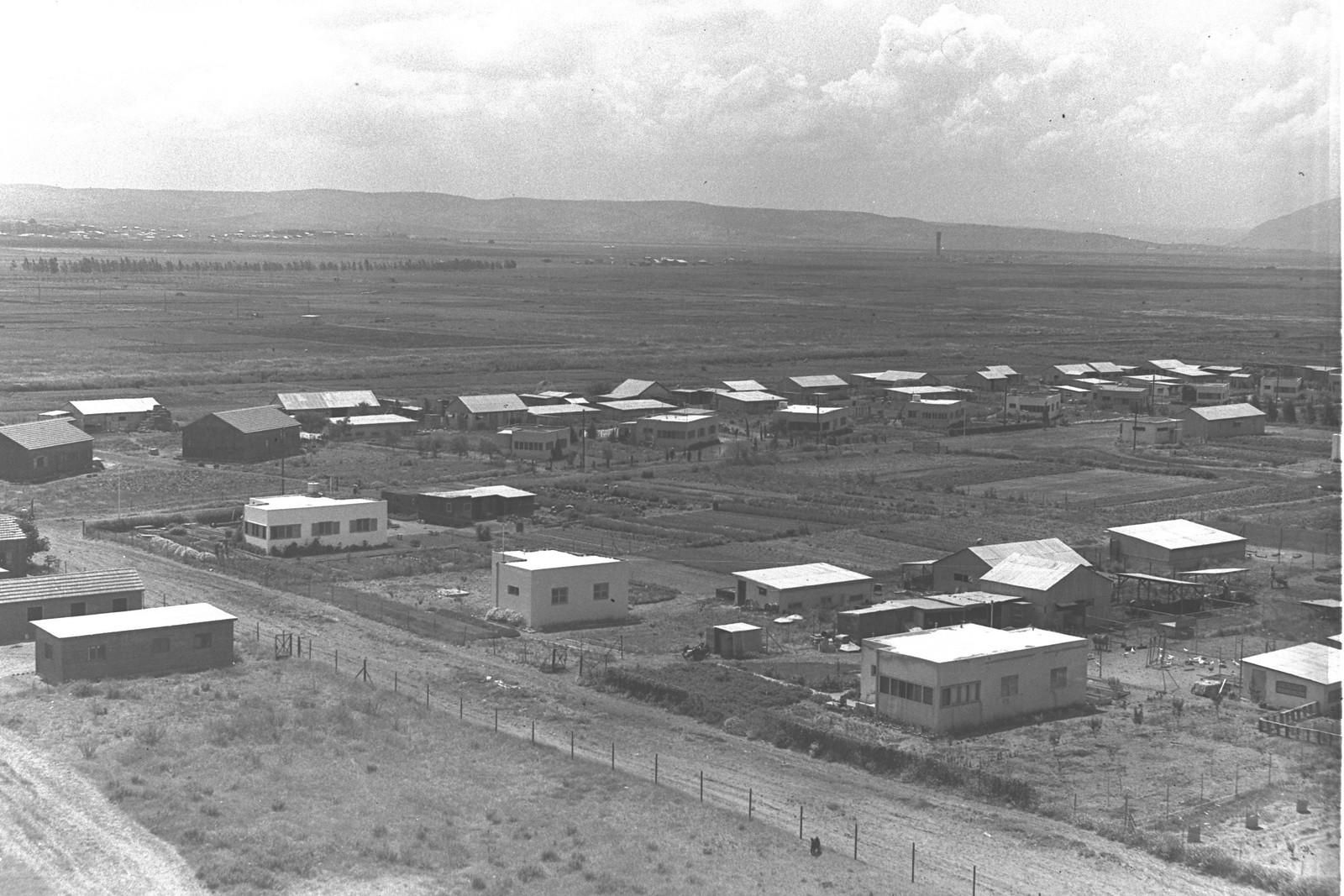 1938. Окрестности Хайфы. Поселение возле Хайфского залива