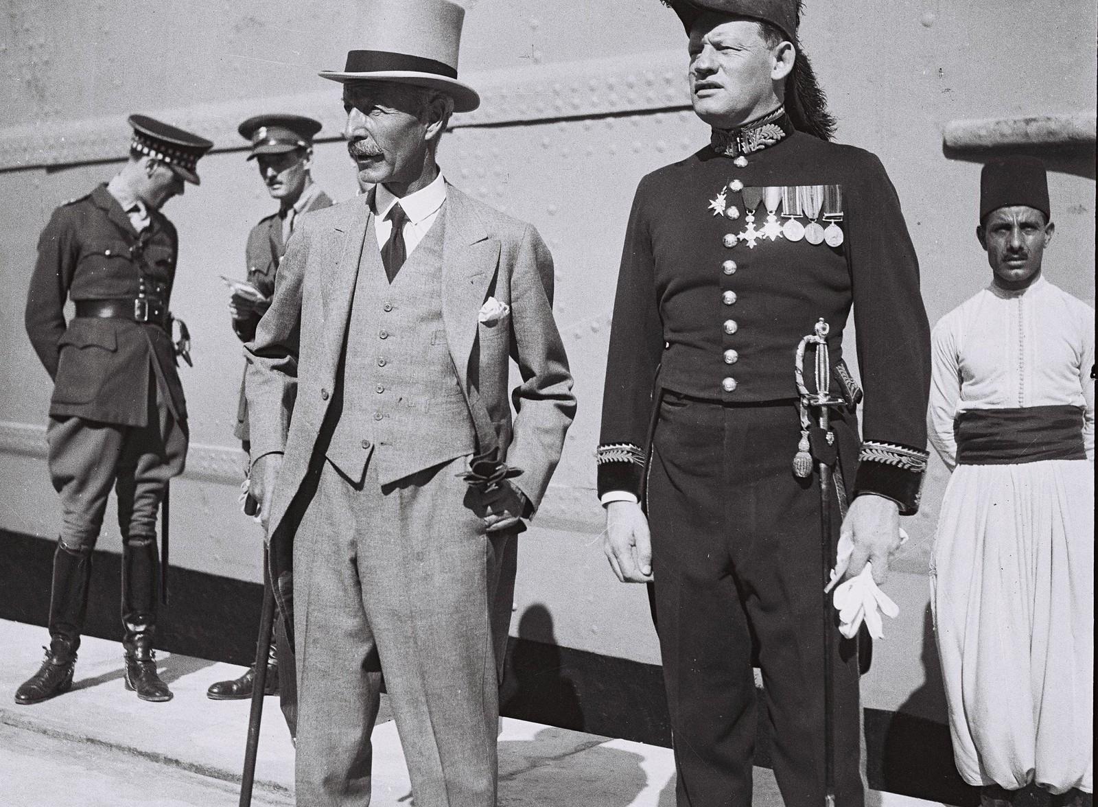 1933. Верховный комиссар Палестины сэр Артур Ваучоп присутствует на церемонии открытия порта