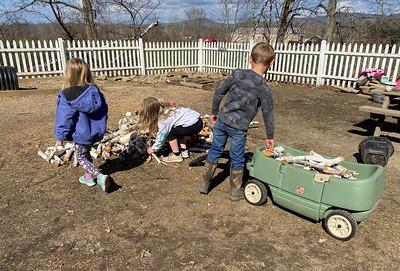 helpers loading the wagon