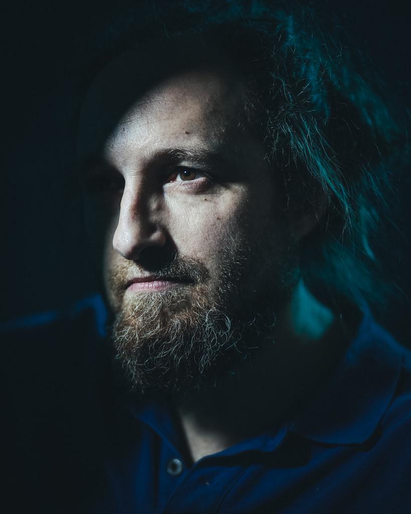 Self-portrait using continuous light