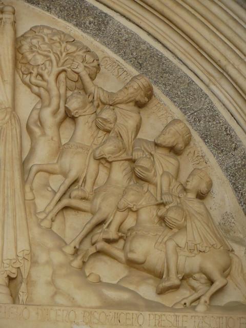 Les Rois Mages, lunette du portail occidental, 1240, Maître Radovan, cathédrale St Laurent, Trogir, comitat de Split-Dalmatie, Croatie.