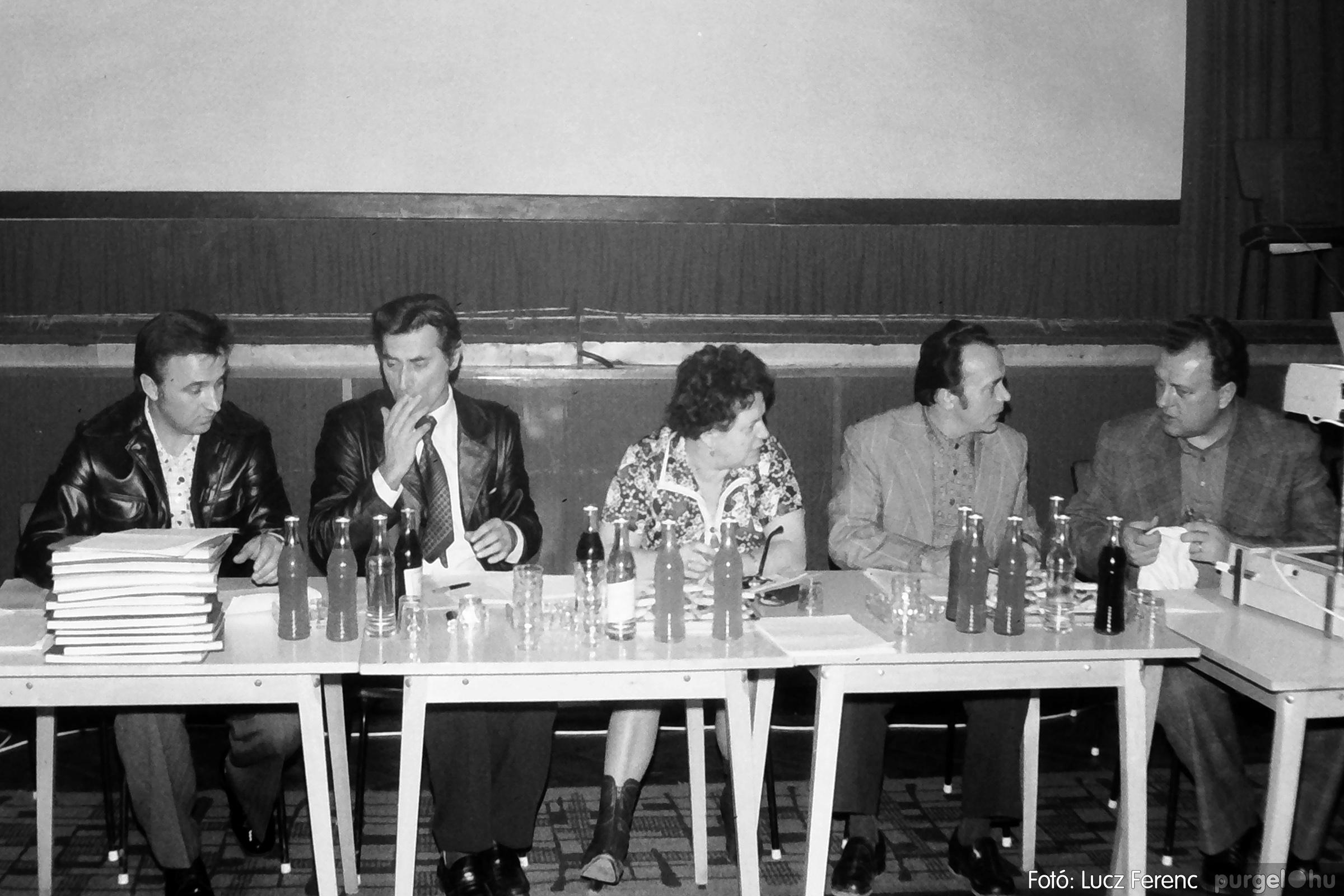 101. 1978. KTSZ-es vetélkedő a kultúrházban 014. - Fotó: Lucz Ferenc.jpg