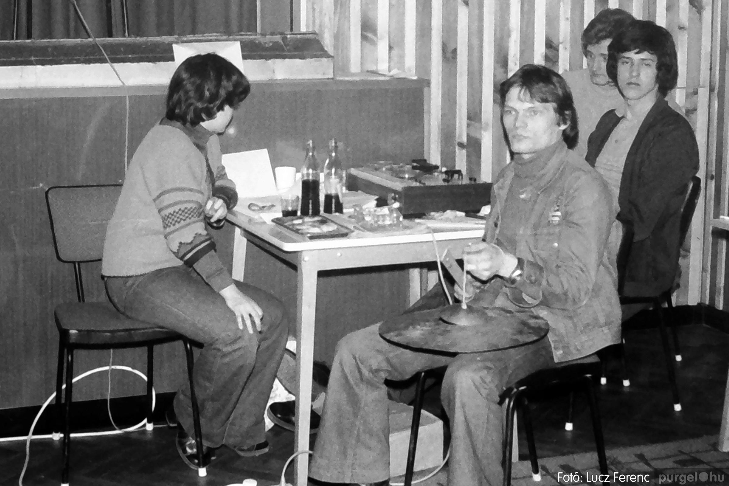 101. 1978. KTSZ-es vetélkedő a kultúrházban 013. - Fotó: Lucz Ferenc.jpg