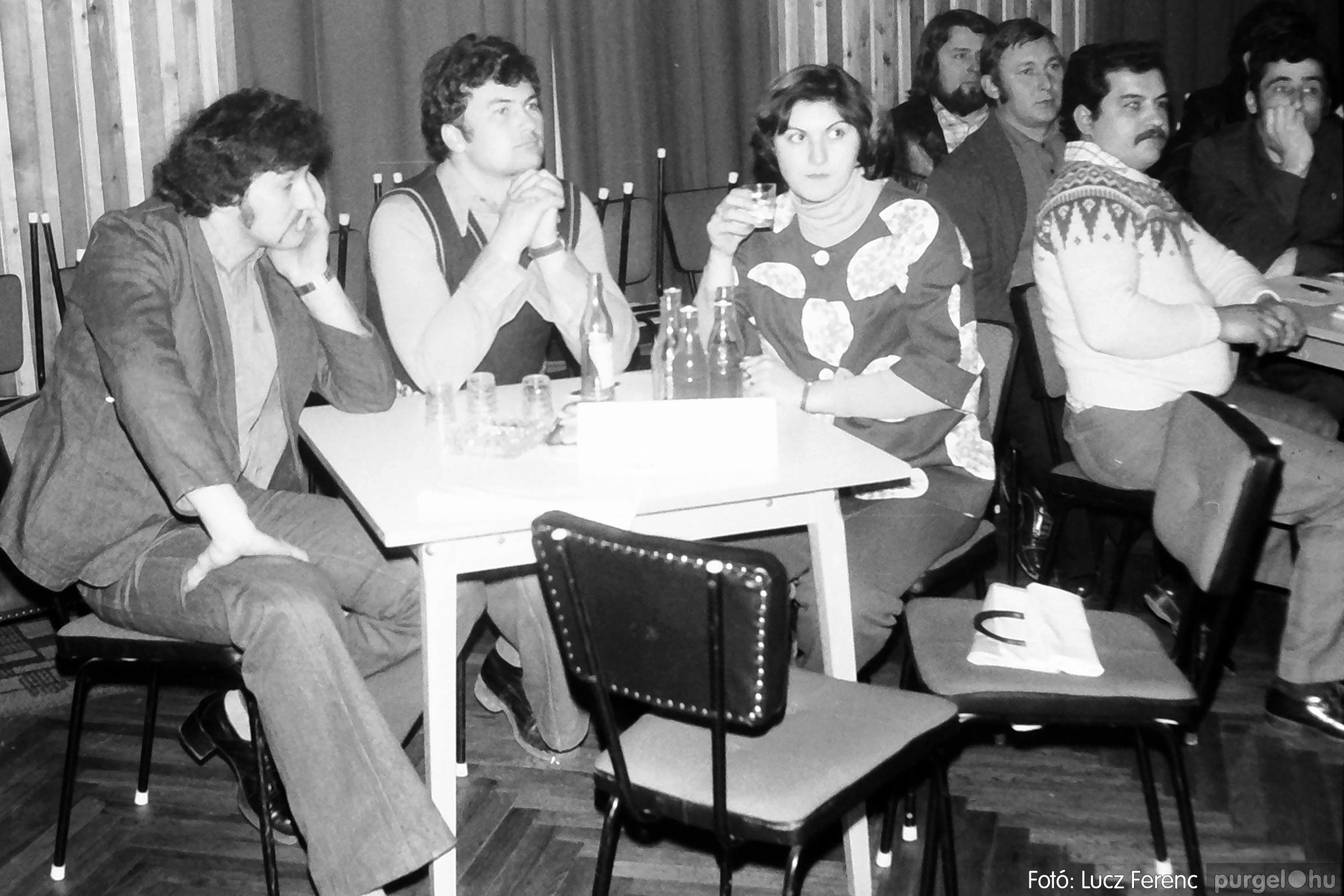 101. 1978. KTSZ-es vetélkedő a kultúrházban 009. - Fotó: Lucz Ferenc.jpg