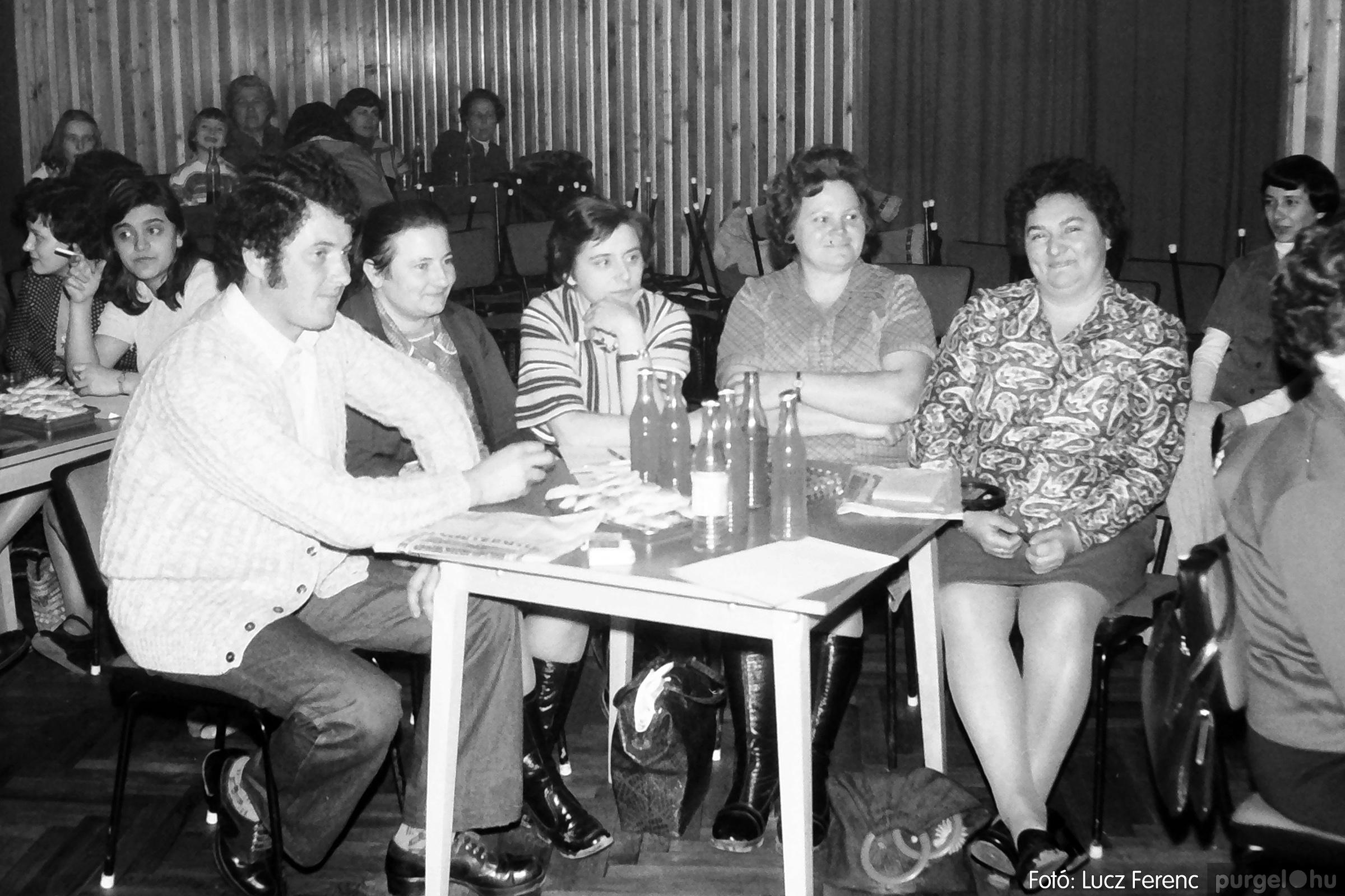 101. 1978. KTSZ-es vetélkedő a kultúrházban 004. - Fotó: Lucz Ferenc.jpg