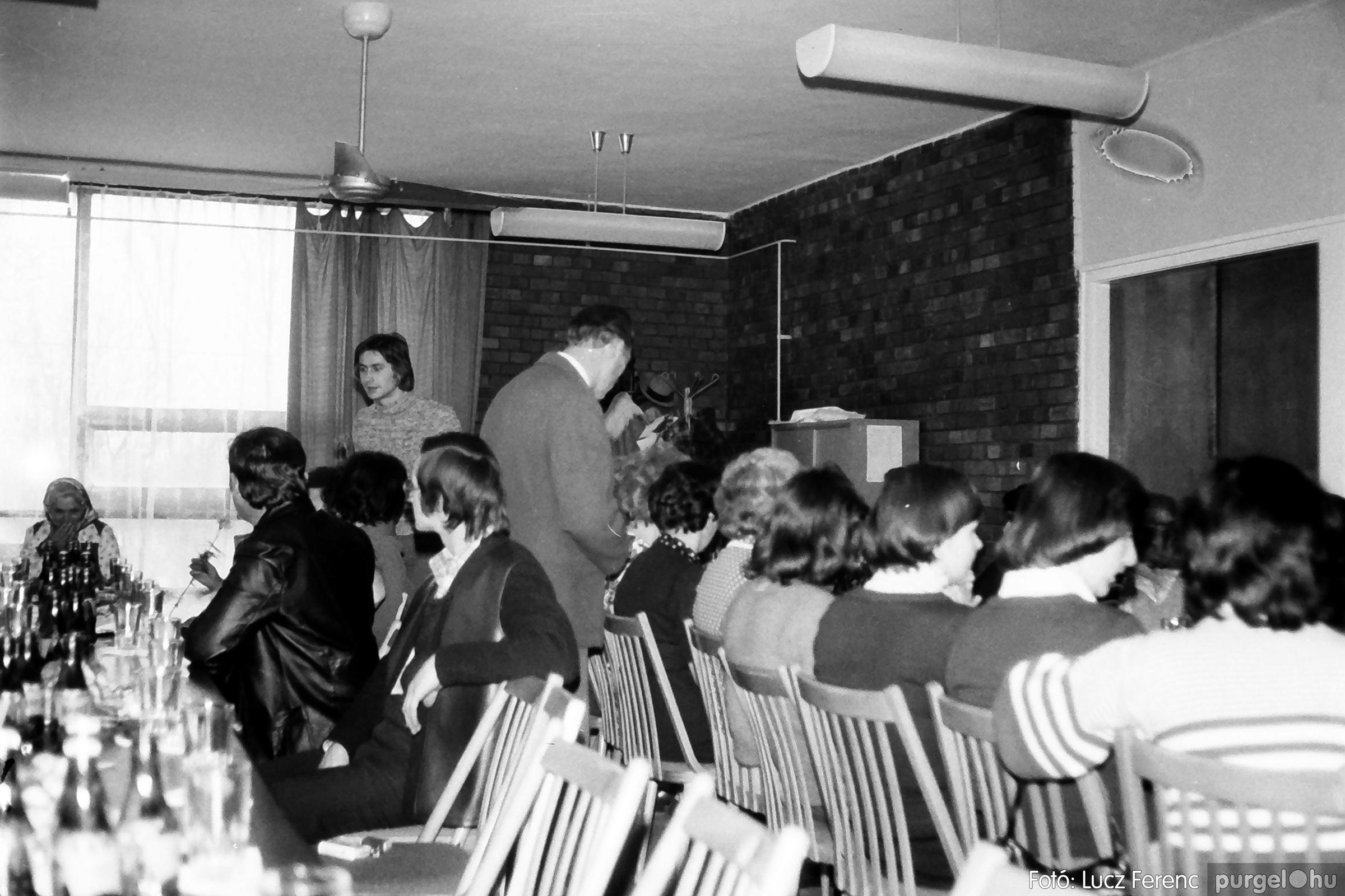 104. 1978. Nőnapi ünnepség a tanácsházban 002. - Fotó: Lucz Ferenc.jpg