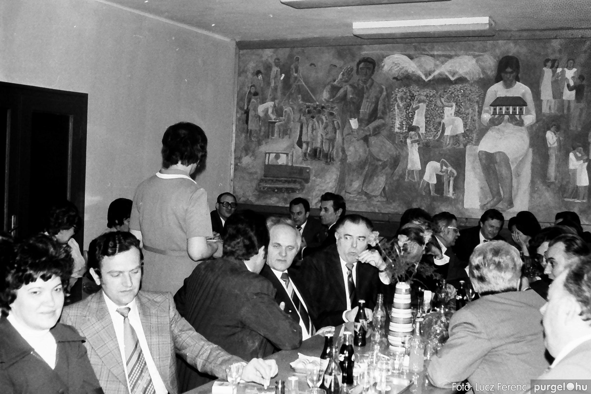 107. 1978. A KTSZ mérlegzáró közgyűlése 006. - Fotó: Lucz Ferenc.jpg