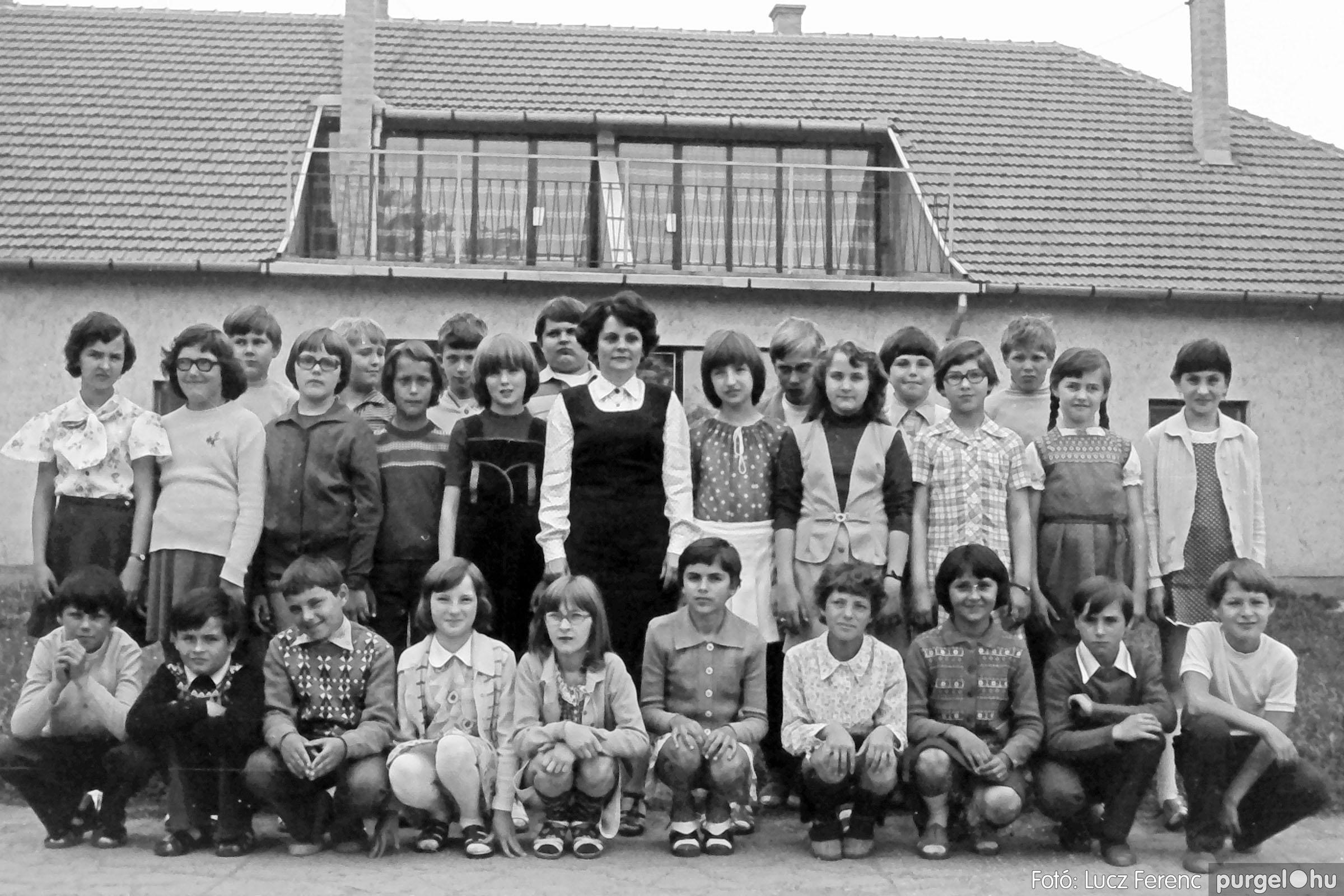 110. 1978. Osztályképek 003. - Fotó: Lucz Ferenc.jpg