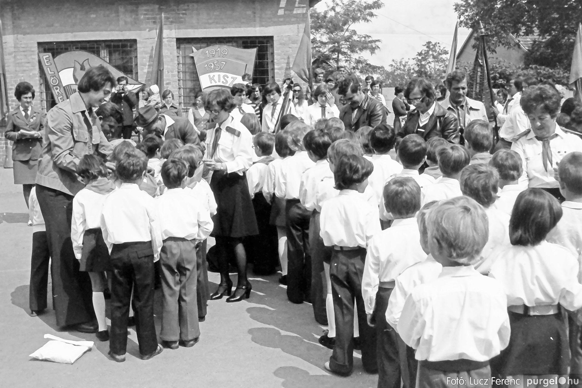 110. 1978. Úttörő avatás 003. - Fotó: Lucz Ferenc.jpg
