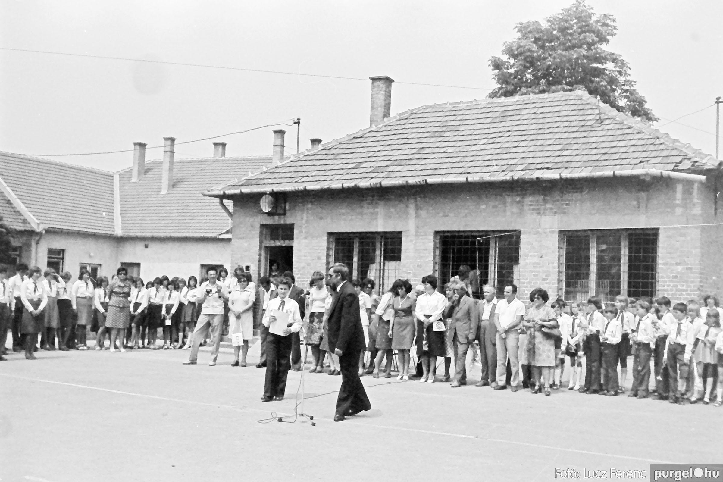 111. 1978. Ballagás és évzáró a központi iskolában 021. - Fotó: Lucz Ferenc.jpg