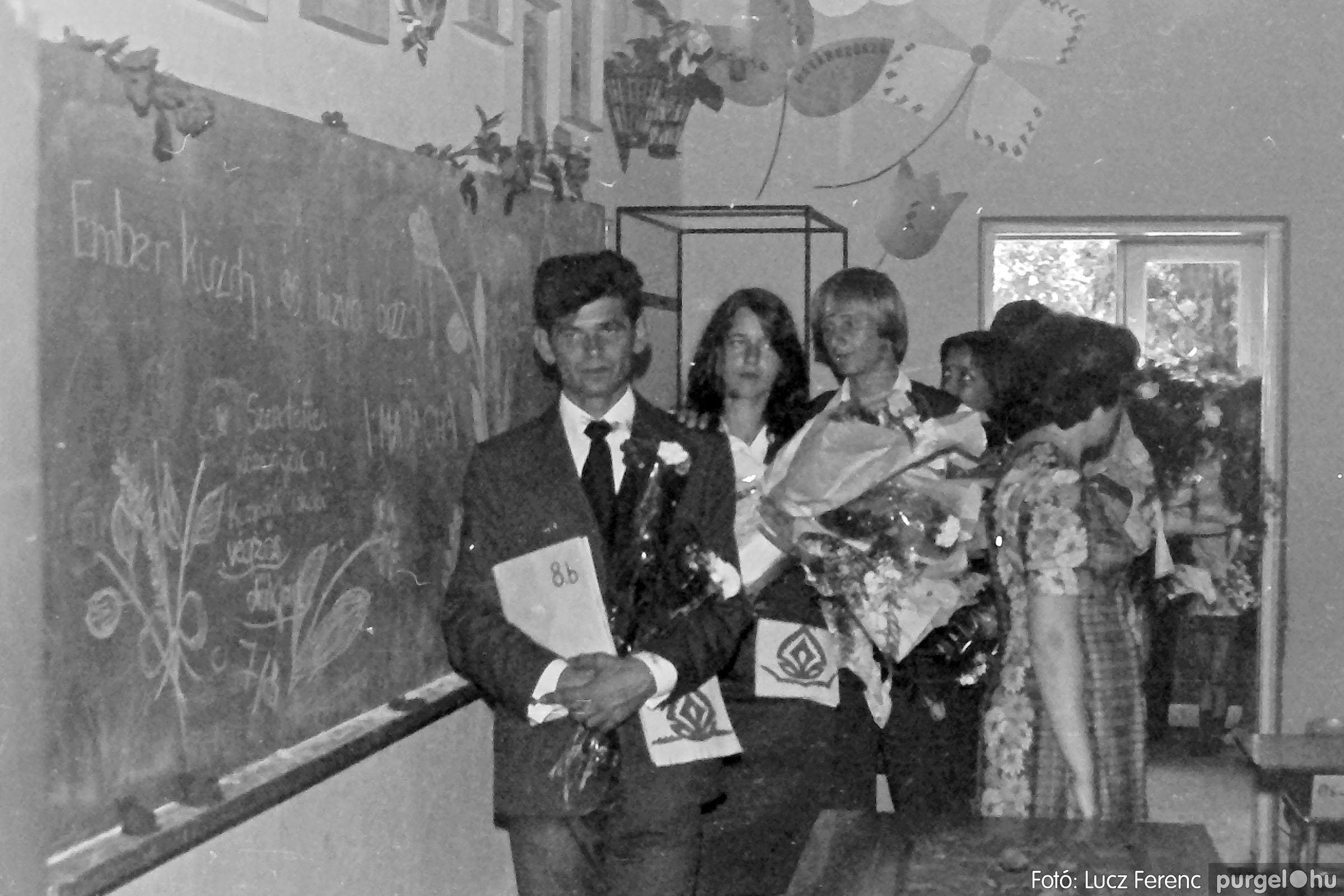 111. 1978. Ballagás és évzáró a központi iskolában 012. - Fotó: Lucz Ferenc.jpg