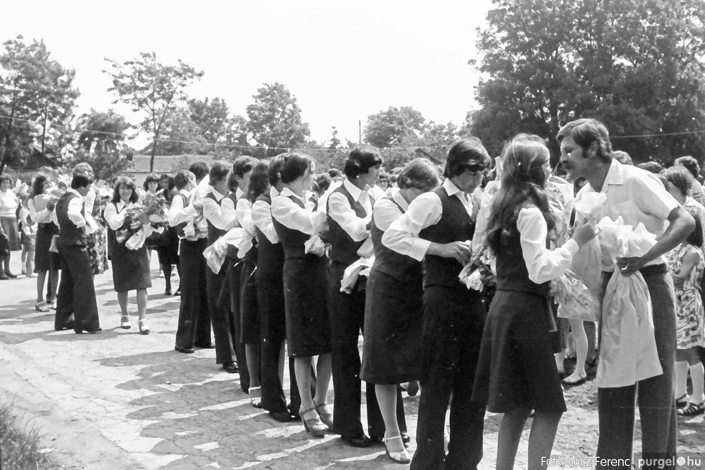 111. 1978. Ballagás és évzáró a központi iskolában 009. - Fotó: Lucz Ferenc.jpg