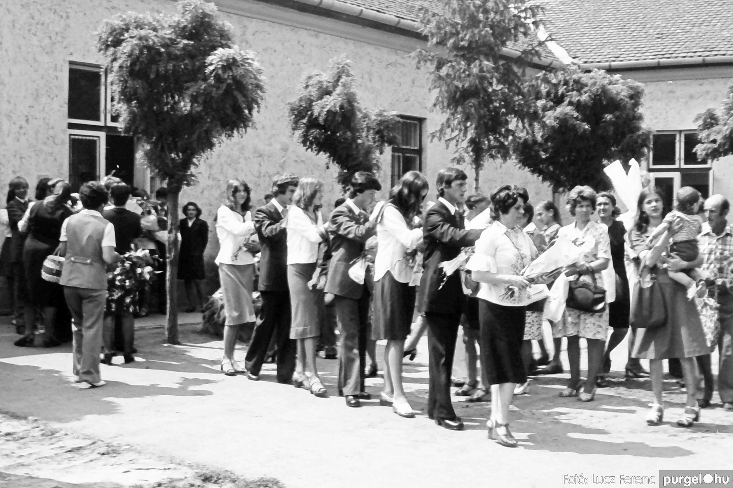 111. 1978. Ballagás és évzáró a központi iskolában 005. - Fotó: Lucz Ferenc.jpg