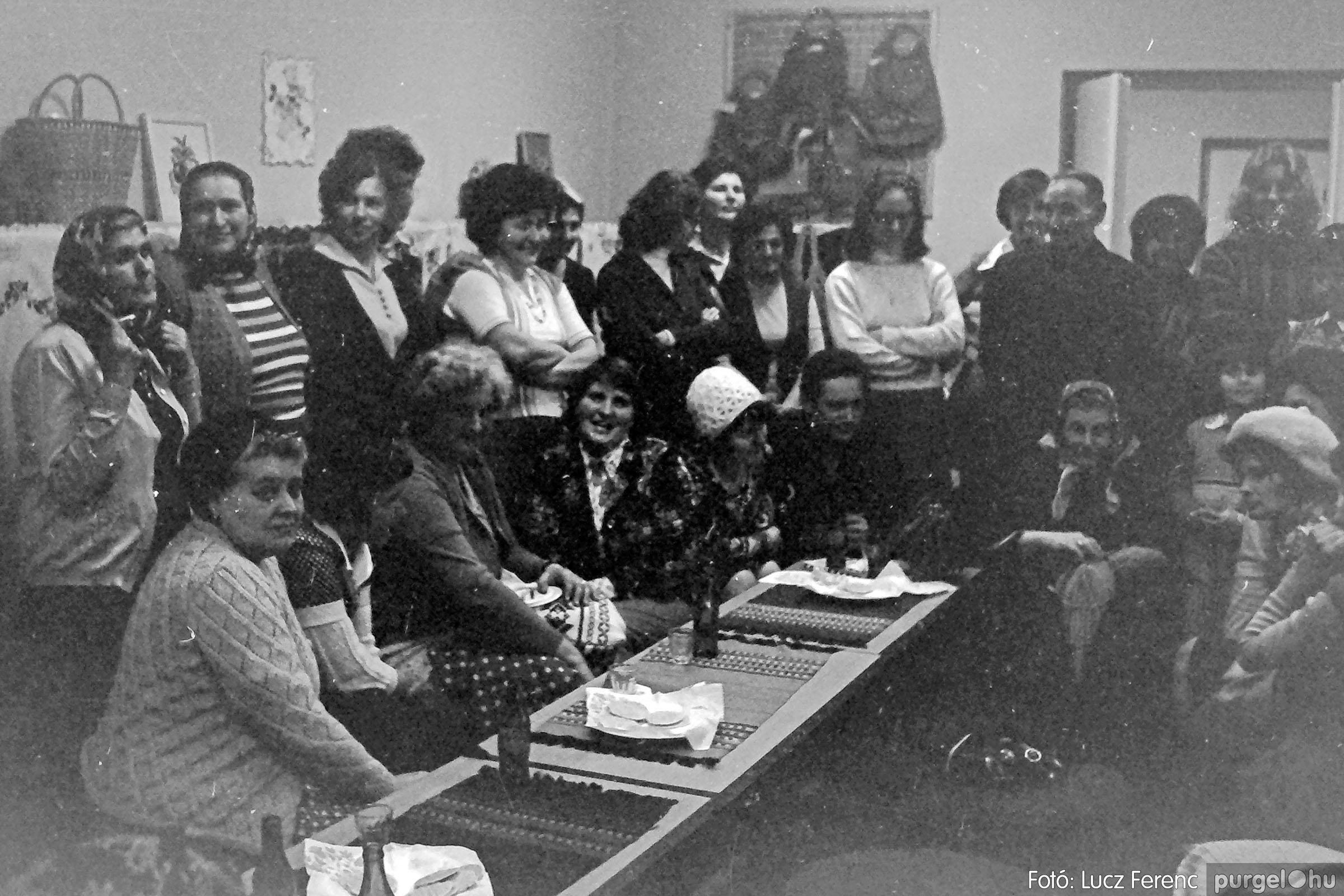 101. 1978. A Díszítőművész Szakkör vendégeskedése Tápén 013. - Fotó: Lucz Ferenc.jpg