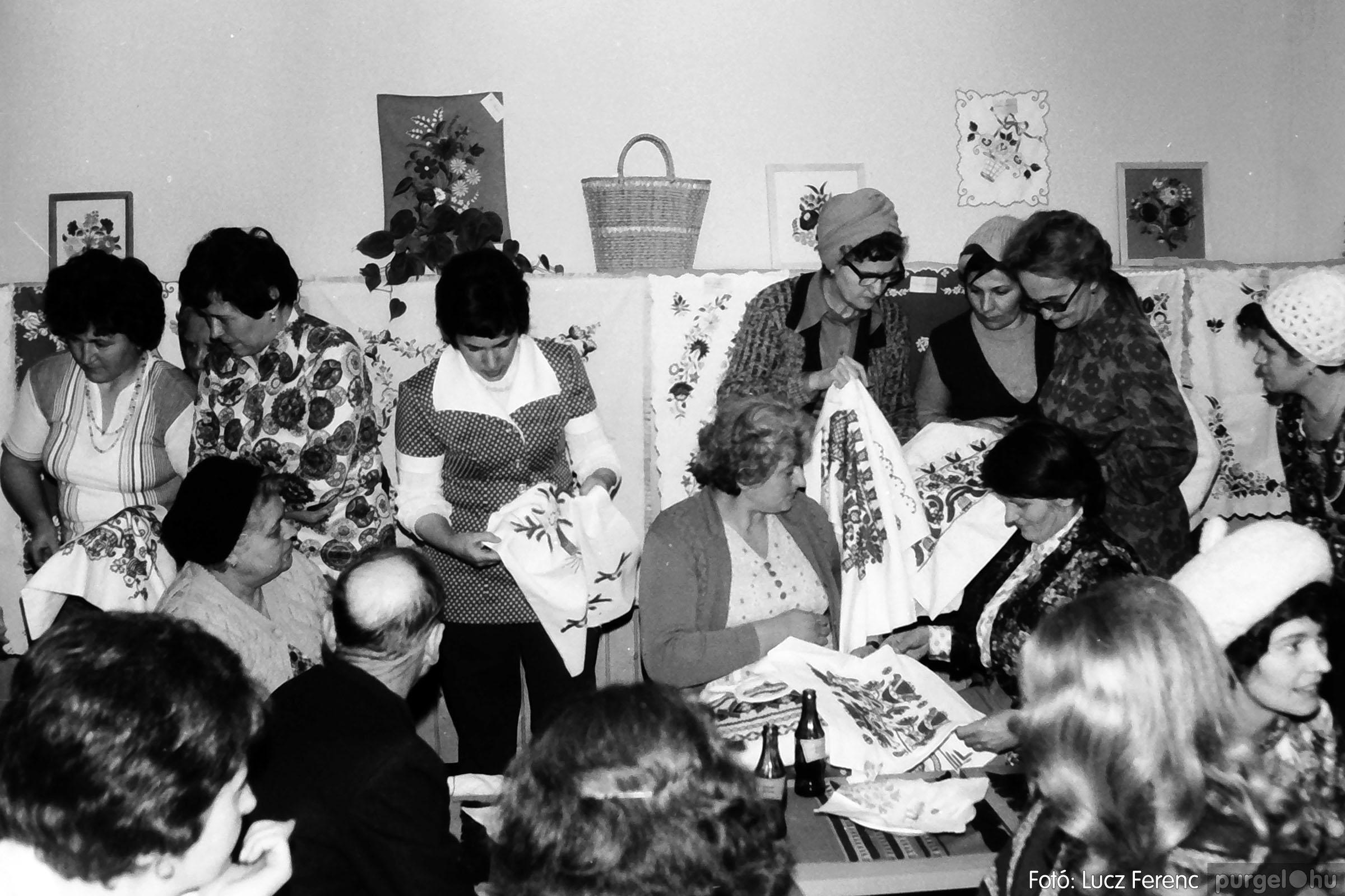 101. 1978. A Díszítőművész Szakkör vendégeskedése Tápén 010. - Fotó: Lucz Ferenc.jpg