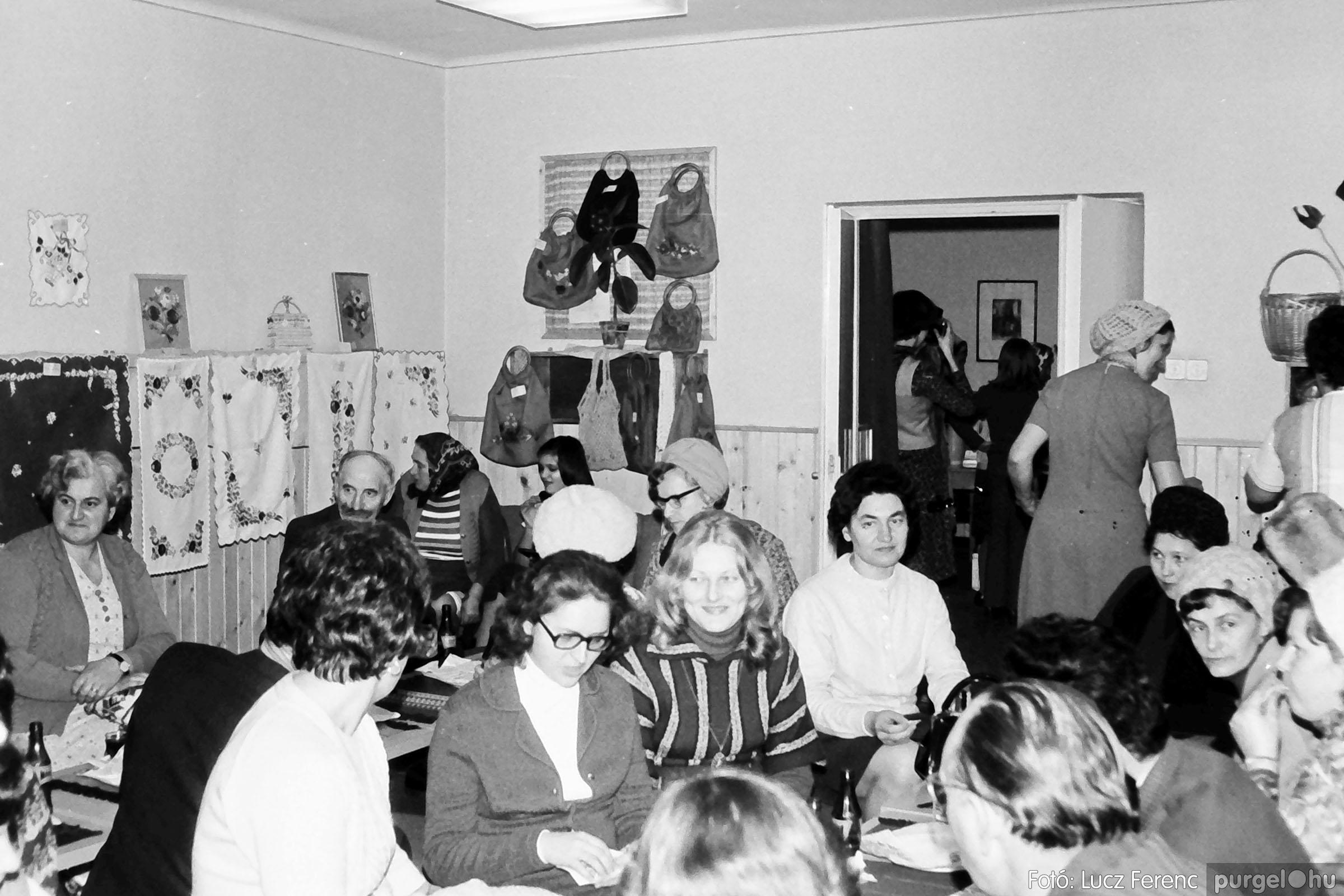 101. 1978. A Díszítőművész Szakkör vendégeskedése Tápén 005. - Fotó: Lucz Ferenc.jpg