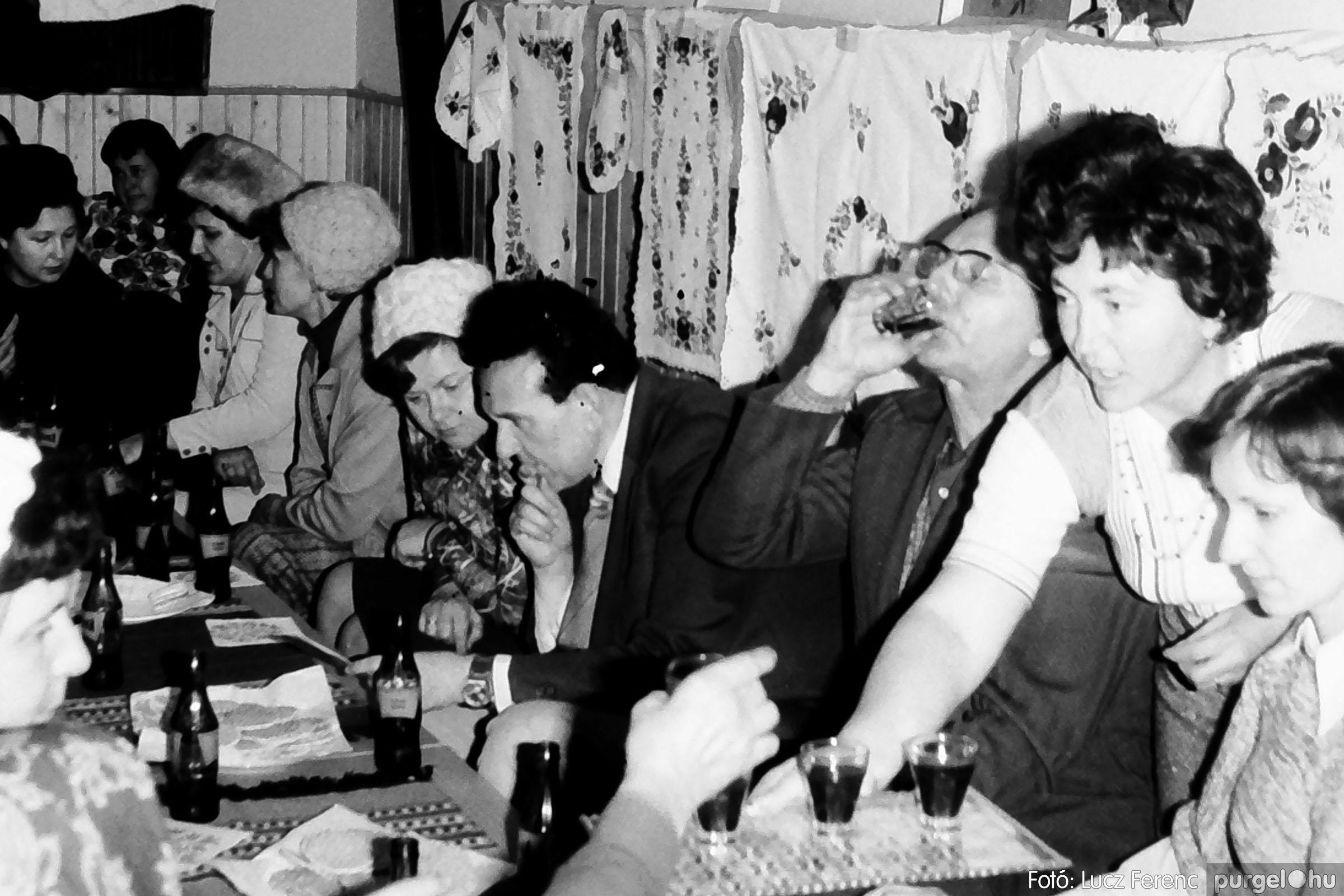 101. 1978. A Díszítőművész Szakkör vendégeskedése Tápén 004. - Fotó: Lucz Ferenc.jpg