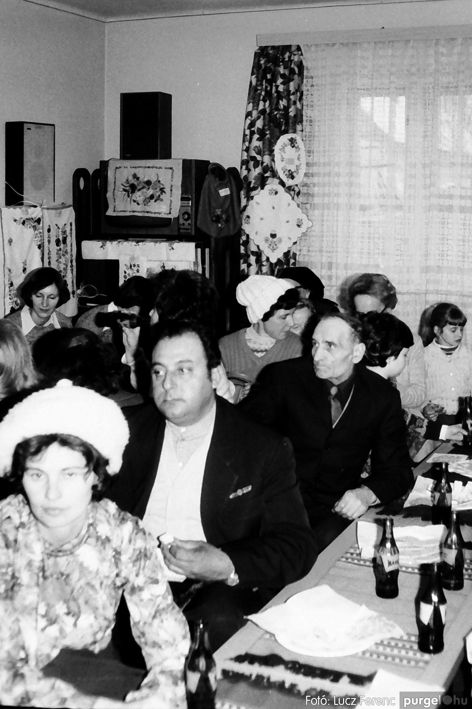 101. 1978. A Díszítőművész Szakkör vendégeskedése Tápén 002. - Fotó: Lucz Ferenc.jpg
