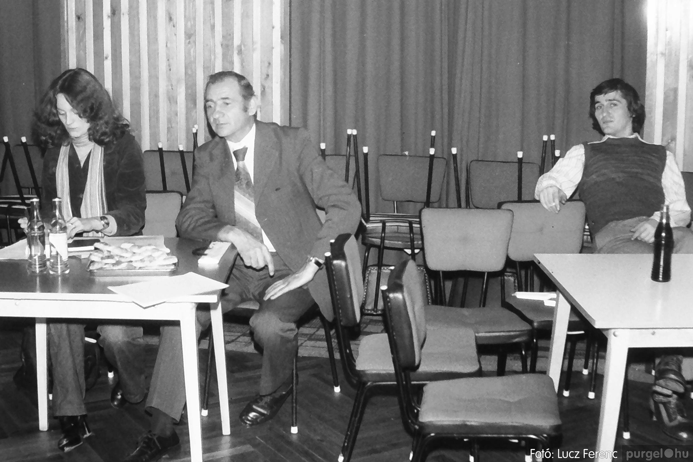 101. 1978. KTSZ-es vetélkedő a kultúrházban 008. - Fotó: Lucz Ferenc.jpg