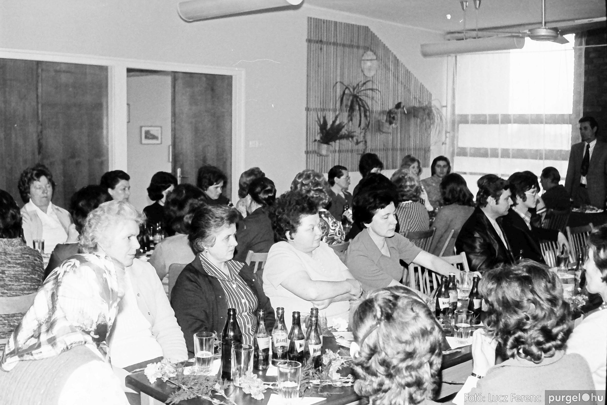 104. 1978. Nőnapi ünnepség a tanácsházban 009. - Fotó: Lucz Ferenc.jpg