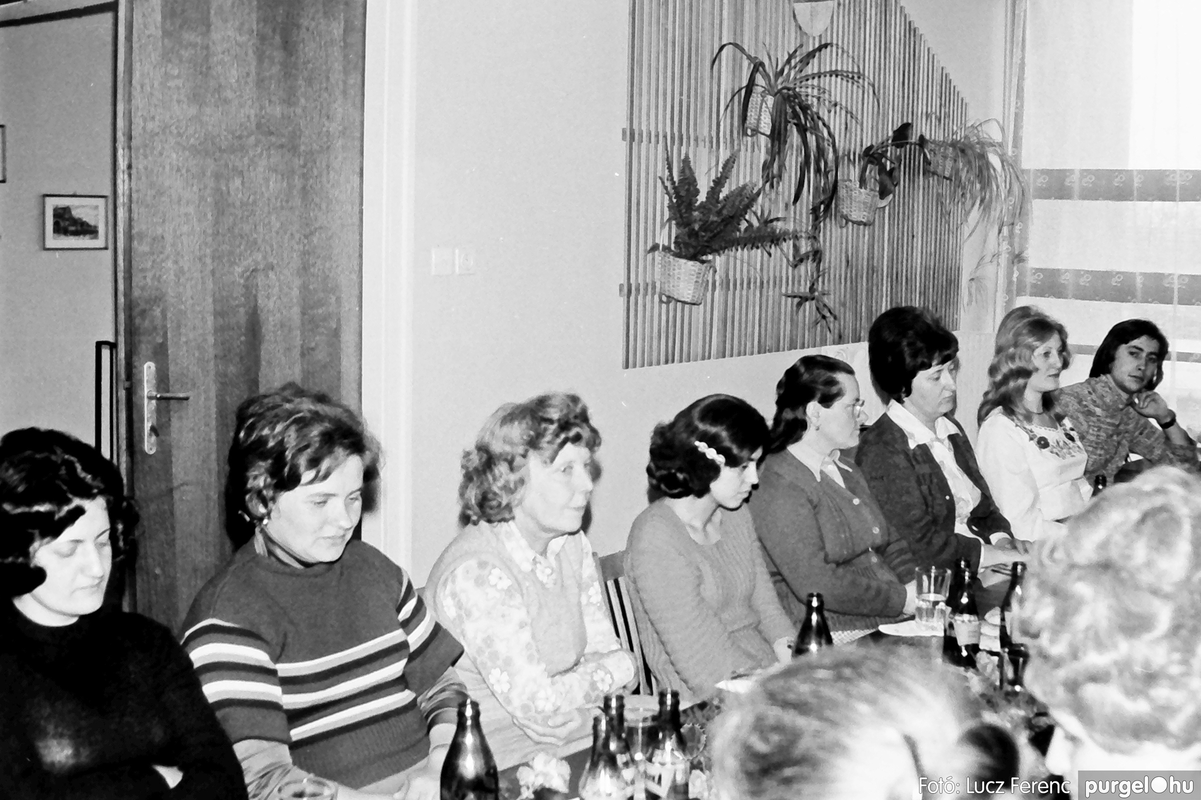 104. 1978. Nőnapi ünnepség a tanácsházban 008. - Fotó: Lucz Ferenc.jpg