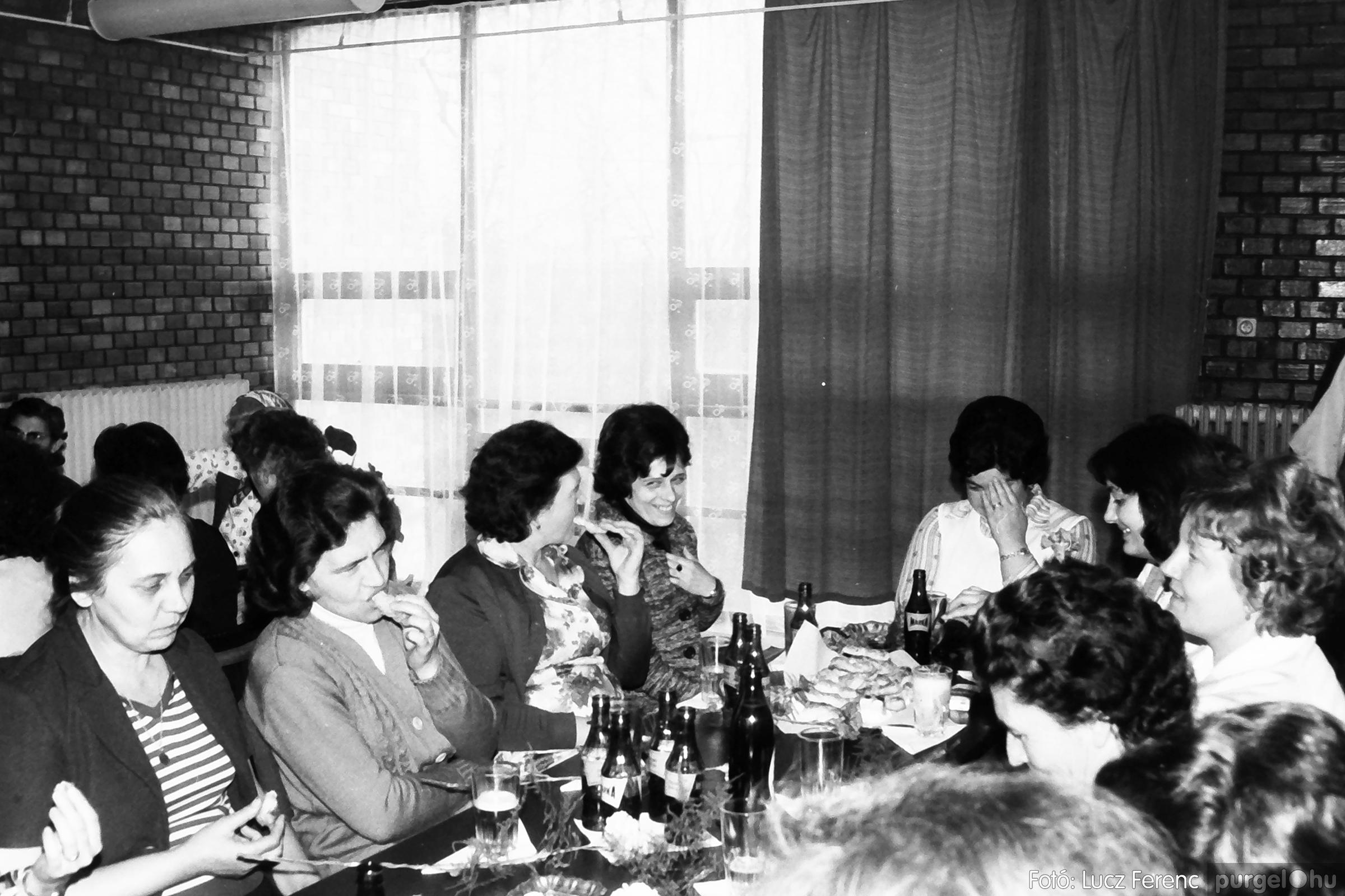 104. 1978. Nőnapi ünnepség a tanácsházban 006. - Fotó: Lucz Ferenc.jpg