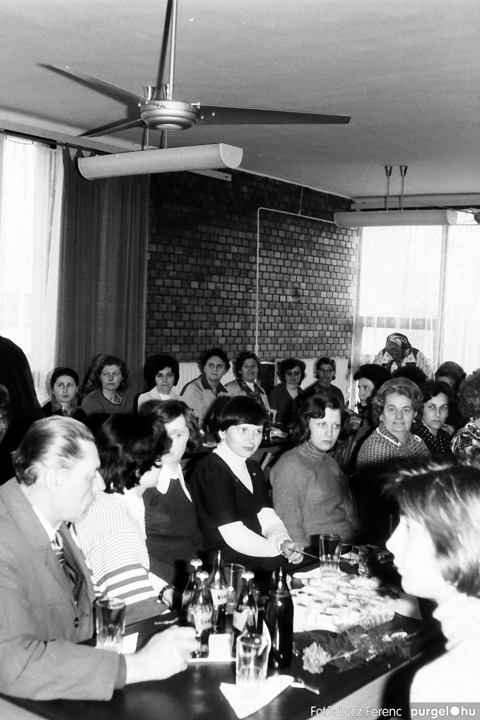 104. 1978. Nőnapi ünnepség a tanácsházban 004. - Fotó: Lucz Ferenc.jpg