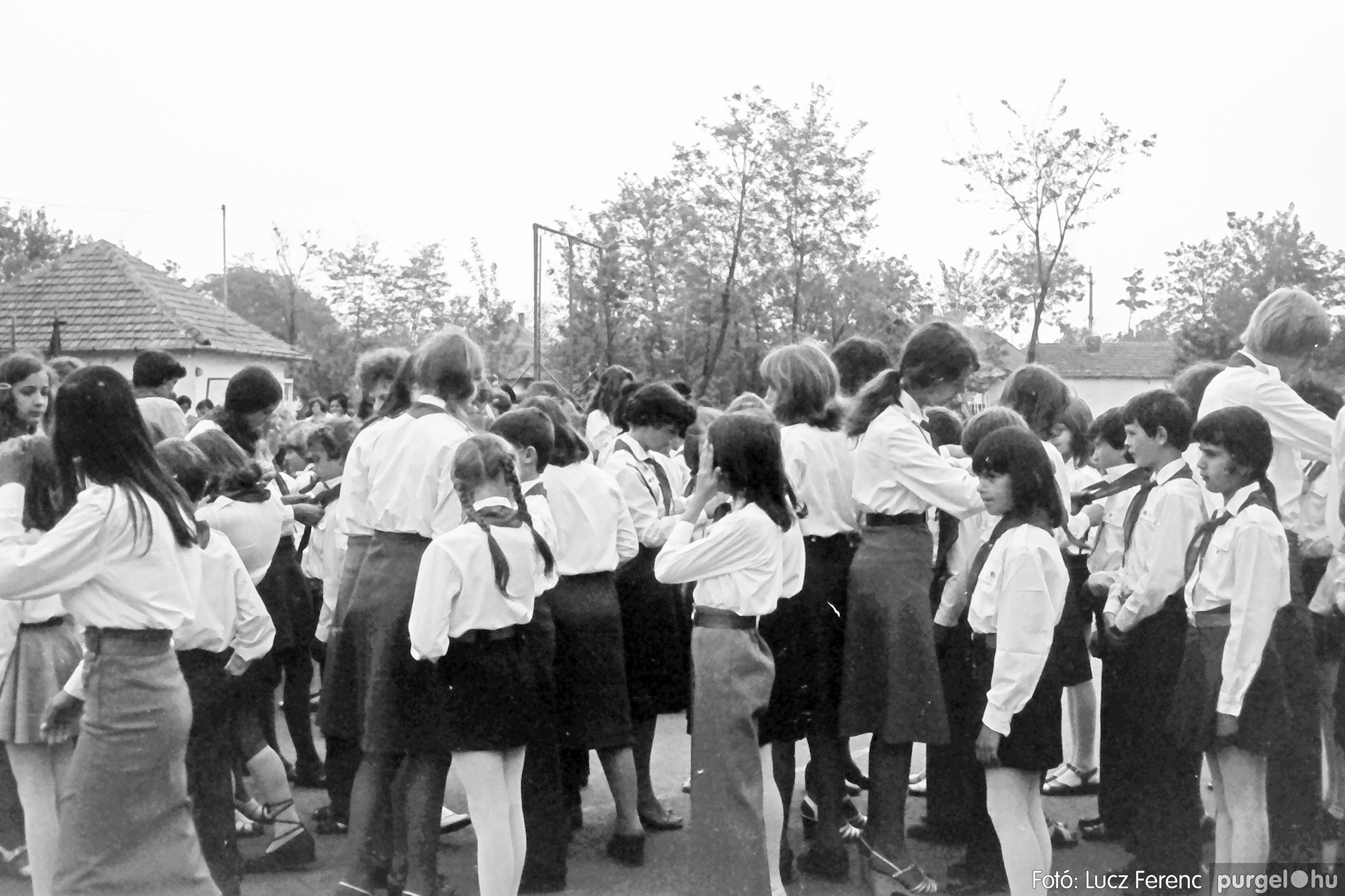 110. 1978. Úttörő avatás 011. - Fotó: Lucz Ferenc.jpg