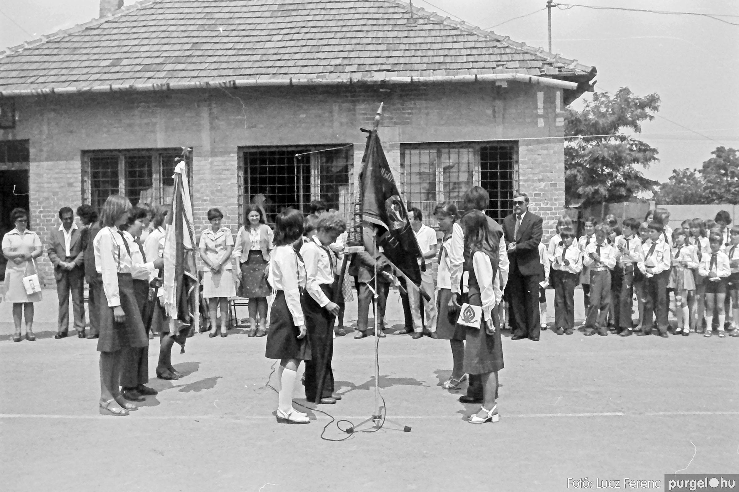 111. 1978. Ballagás és évzáró a központi iskolában 027. - Fotó: Lucz Ferenc.jpg