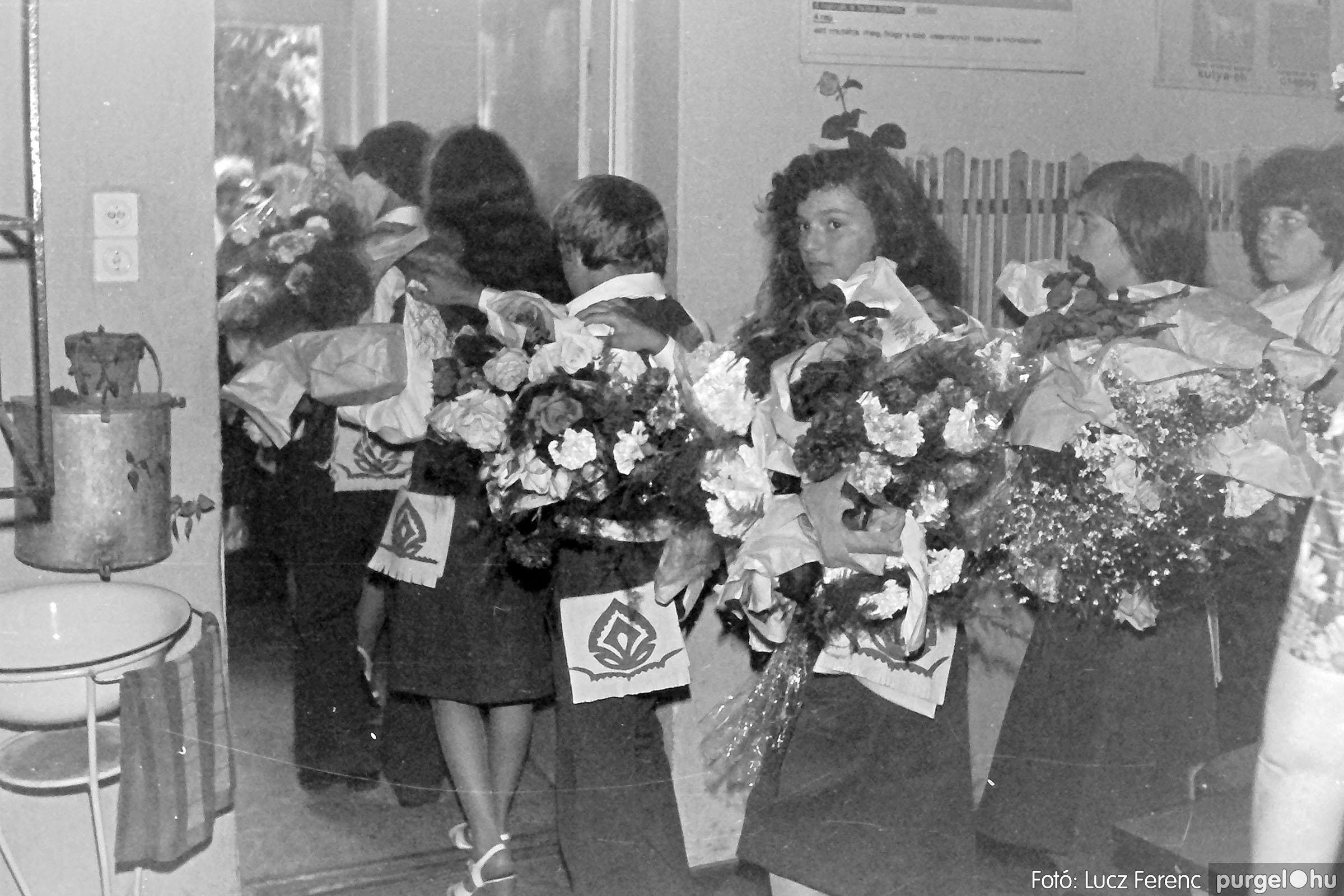 111. 1978. Ballagás és évzáró a központi iskolában 013. - Fotó: Lucz Ferenc.jpg