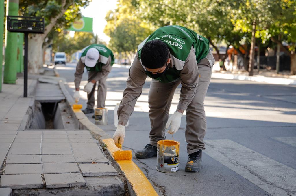 2021-04-25 Recorrida del Intendente por el operativo de pintura y limpieza en boulevar de Av. Libertador