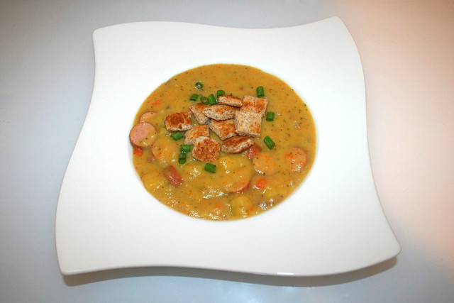 41 - Creamy potato soup with sausages - Served / Cremige Kartoffelsuppe mit Würstchen - Serviert