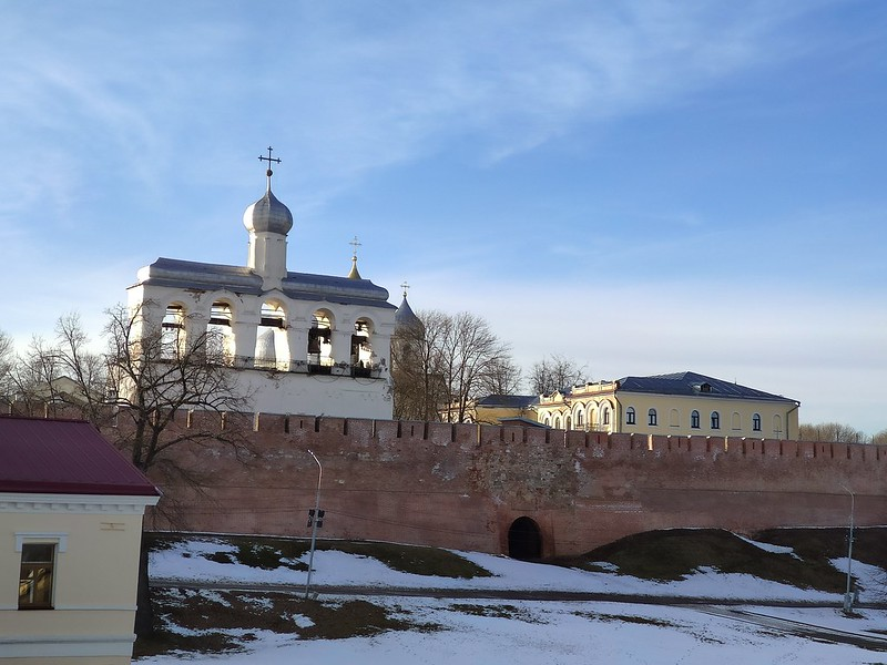 Великий Новгород - Новгородский кремль (Детинец) - Вид на звонницу со стороны реки Волхов